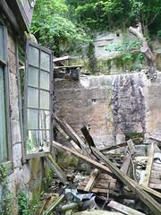 juste  cot... (ime-imisa ....) Tags: maisons abandon saintes destroy ouvertures abandonnedhouses maisonsenruine