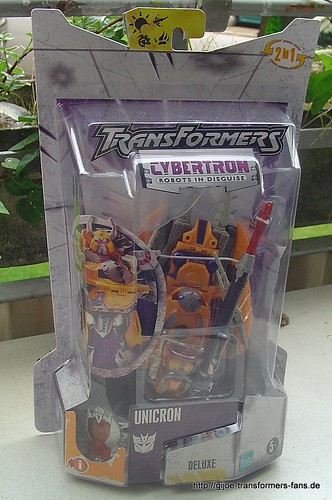 Unicron Cybertron  Deluxe Transformers 001
