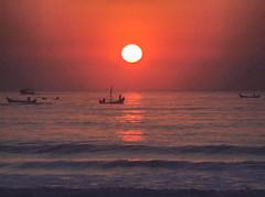 Matinhos - Paran (Mauricio Portelinha) Tags: sea mars costa sun praia beach boat playa parana pesca litoral marzo spiaggia alvorada atlantico matinhos