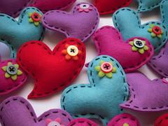 Broches corazones (Boda de Nuria) (Lidia!!) Tags: broche heart crafts brooch felt feltro handicrafts corazn filz manualidades corazones fieltro