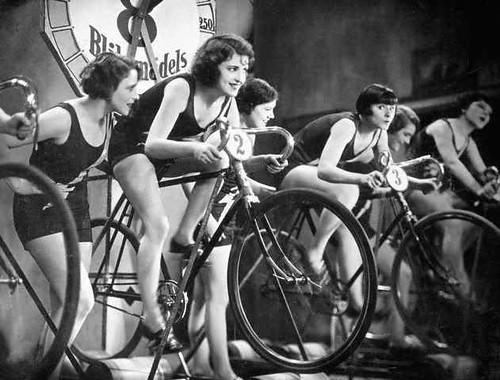 Old school roller racing for the ladies