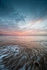 Punta Candor (Javier Martinez de la Ossa) Tags: andalucía atlántico bahiadecádiz cádiz españa javiermartinezdelaossa nubes ocaso océano olas playa puestadesol puntacandor rota