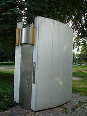 toilette06502 (stbeck) Tags: 2005 house frankfurt toilet mini kiosk miniarchitecture taunusanlage