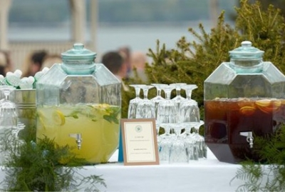 Your fall wedding drink displays
