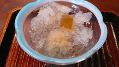 焙じ茶氷の中には焙じ茶のシャーベットが
