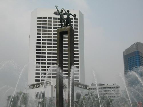 Bundaran Hotel Indonesia, Patung selamat Datang, khayat, blog khayat, welcome Jakarta, Jakarta pertama kali, pertama naik kereta eksekutif