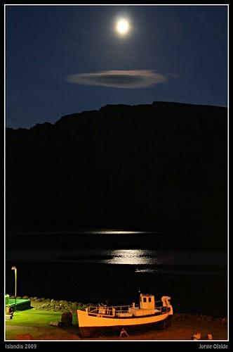 La luna sobre el barco
