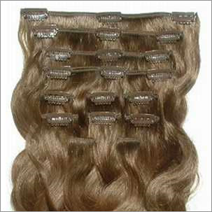 русые волосы на заколках