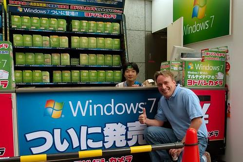Linus Tokióban a W7 debütálásakor