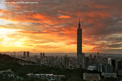 Taipei City at Sunset  Nov. 03, 2009 (*Yueh-Hua 2013) Tags: camera sunset building tower architecture night skyscraper canon buildings eos fine taiwan 101  5d taipei taipei101 dslr        canonef2470mmf28lusm  101    canoneos5d    horizontalphotograph  l  taipei101skyscraper taipei101internationalfinancialcenter tigerpeak   2009november