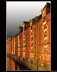 (1034) Hamburg Speicherstadt (unicorn 81) Tags: bridge november history architecture night germany geotagged deutschland europa europe nacht harbour hamburg explore fleet hafen coloured 2009 speicherstadt hambourg elbe germania hafencity hansestadt norddeutschland mapgermany northerngermany niemcy explorephoto unicorn81 meinjahr2009 photo10011500