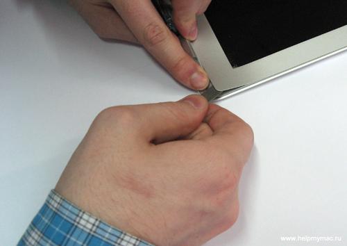 Снимаем зашитную планку MacBook Air