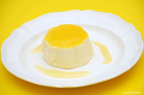 bavarois alla vaniglia con gelatina e salsa di mandarino