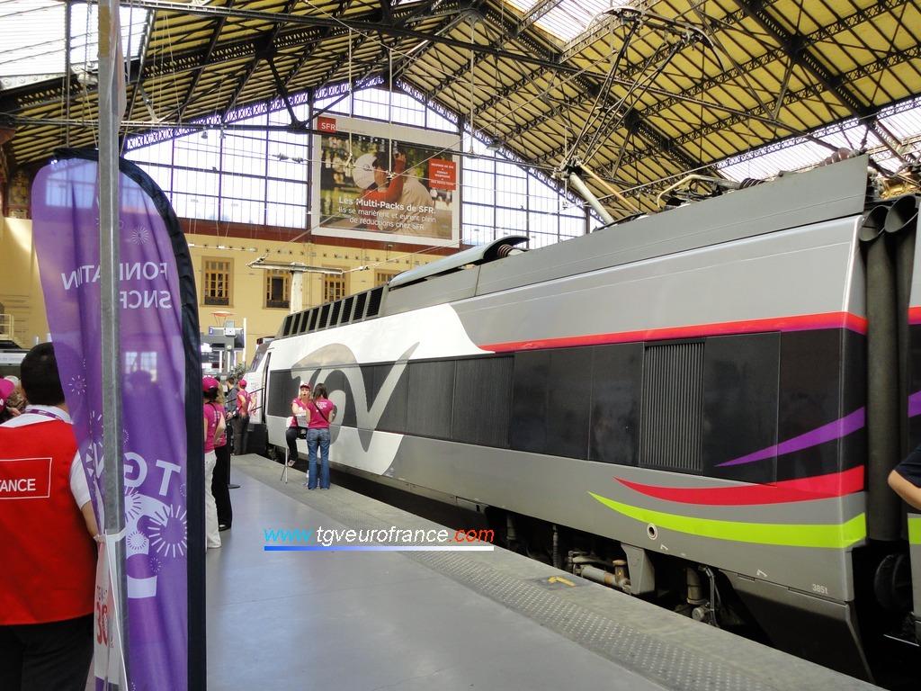 Vue du pelliculage de la motrice de la rame TGV Expérience