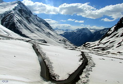 Roads in Baralacha (keedap) Tags: road trip india snow car bike deepak delhi deep leh manali gauri ladakh pang rohtang naveen keylong baralacha sarchu upshi tanglangla surinder nakeela lachungla mygearandmepremium mygearandmebronze mygearandmesilver