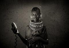 Turkana girl and the ring flash - Kenya (Eric Lafforgue) Tags: africa light beads kenya flash culture tribal tribes bead afrika tradition tribe ethnic kenia tribo ringflash afrique ethnology tribu eastafrica turkana beadednecklace qunia 7174 lafforgue ethnie  qunia    beadsnecklace kea    a