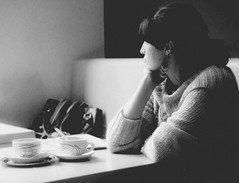 La espera (una cierta mirada) Tags: portrait bw woman mujer coffe