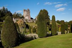 Drummond Castle (fishsuckeggs) Tags: scotland perthshire doorsopenday drummondcastle castlegardens