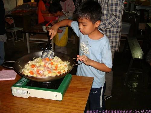 katharine娃娃 拍攝的 27炒菜中的孩子。