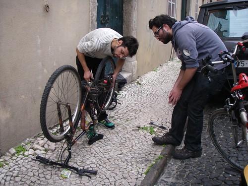 O Ricardo de volta da bicicleta do Rafael