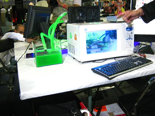CPU armada en un horno de microondas