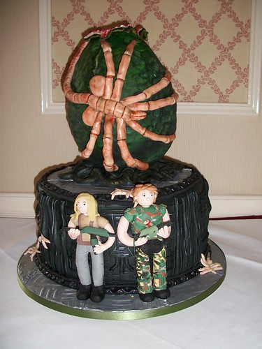 alien egg and ship wedding cake front