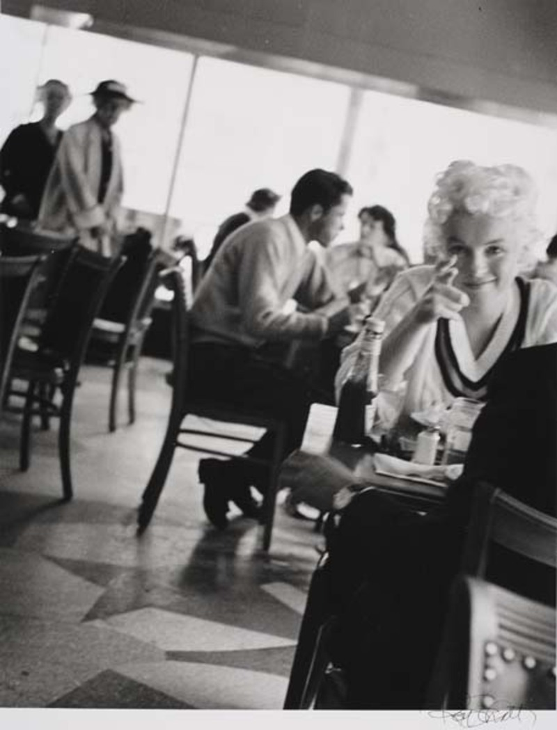 Marilyn Monroe in Cafe