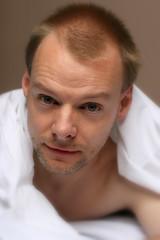 Wim #7 (just.Luc) Tags: portrait man male face beard bed retrato sheets uomo lit wim portret ritratto hombre barbe homme gezicht baard draps stuble lakens