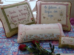 Dia 17... (Deda Wickert) Tags: roses flower love stitch embroidery amor flor kit bordado almofadas tecidofabric