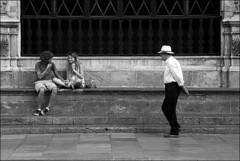 (Raymond Wealthy) Tags: new trip people blackandwhite bw españa white black blancoynegro person persona blackwhite spain nikon europe mood gente emotion noiretblanc photos streetphotography bn espana vida emotions espagne spanien gens vie noirblanc streetshot blanconegro lagente nikond80 blancoenero raymondwealthy
