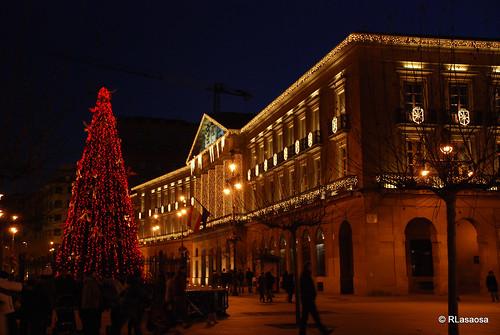 El Palacio de Navarra desde la entrada a la Plaza del Castillo.