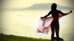 son el viento y ella (E Wild) Tags: fly wings wind ella viento her silueta 70mm sonyalphadslra200