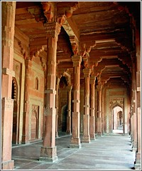 more columns and details in the mosque (Z Eduardo...) Tags: india asia columns fatehpursikri mosque unesco archs jamamasjid uttarpradesh worldheriatgesite