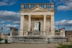 Mausolee de la famille Roberts, Vaiges, Mayenne (logisduplessis) Tags: famille cemetry france grave french mausoleum roberts franais mayenne mausolee d40 vaiges payedeloire