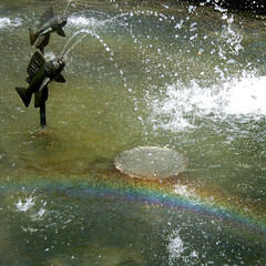 (Eric K.) Tags: plaza sculpture fish water fountain droplets rainbow annarbor spitting universityofmichigan sundaymorningindeepwaters