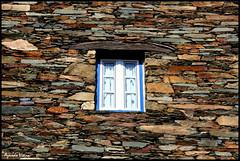 Janela para o mundo. (Pedro Azevedo Vieira) Tags: portugal window canon eos pedro janela serra eos350d piodo aldeia vieira azevedo xisto ilustrarportugal aldeiamuseu