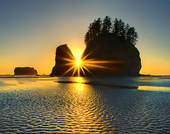 Second Beach Sunset -  Olympic National Park (kevin mcneal) Tags: ocean sunset beach coastal sunburst lowtide forks olympicnationalpark secondbeach top20sunsets