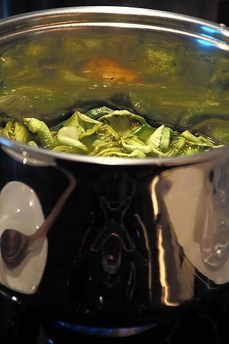 Cuocere a foco lento la marmellata di pomodori verdi