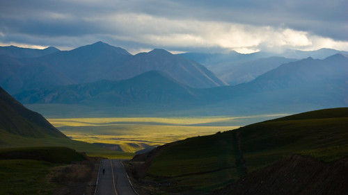 Sunshine lights up the Tibetan Plateau