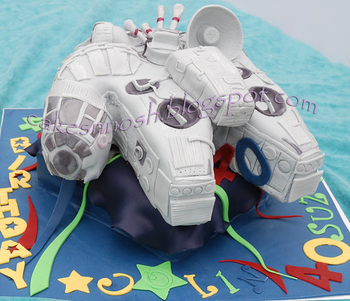 Star Wars - The Millenium Falcon Cake
