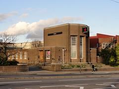National Westminster Bank at Brentford (Maxwell Hamilton) Tags: uk artdeco a4 brentford goldenmile greatwestroad gillettecorner greaterlondon londonboroughofhounslow