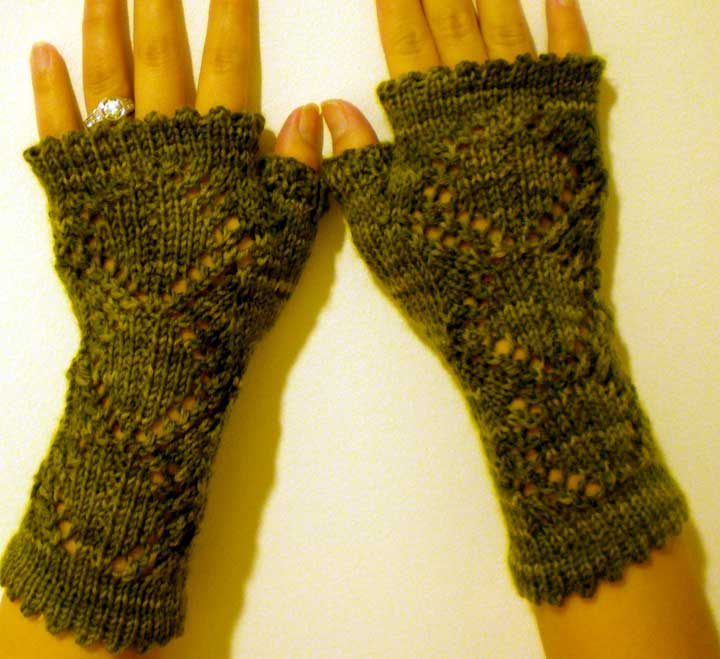 Hobo Gloves Knitting Pattern : yoelknits: FO: Greenbell hobo gloves