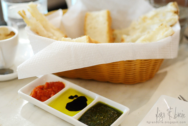 Bread and dips, Caffe Amici