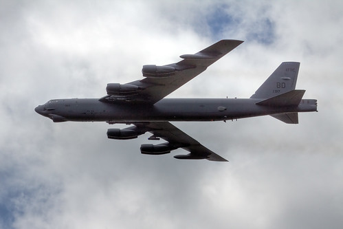 Airplane picture - Boeing B-52H Stratofortress - TOM09- 1243