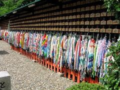 Colores de papel (Nini) Tags: colors paper temple rainbow inari crane colores hanging papel pajarito fushimi templojapanjaponasiatraveltokyokyotolavaniegos