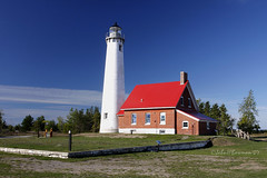 Tawas Point Lighthouse - Michigan (John H Bowman) Tags: lighthouses michigan parks september greatlakes explore lakehuron 2007 stateparks canon1740l michiganlighthouses september2007 nrhp greatlakeslighthouses tawaspointstatepark ioscocounty tawaspointlight lakehuronlighthouses