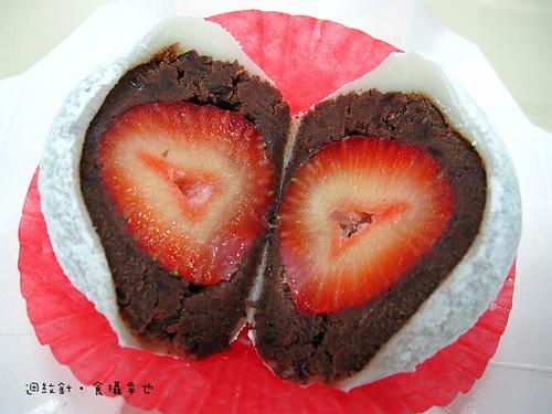 台南福樂屋草莓大福剖面