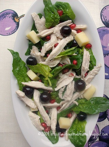 Insalata di pollo con spinaci, uva e melagrana