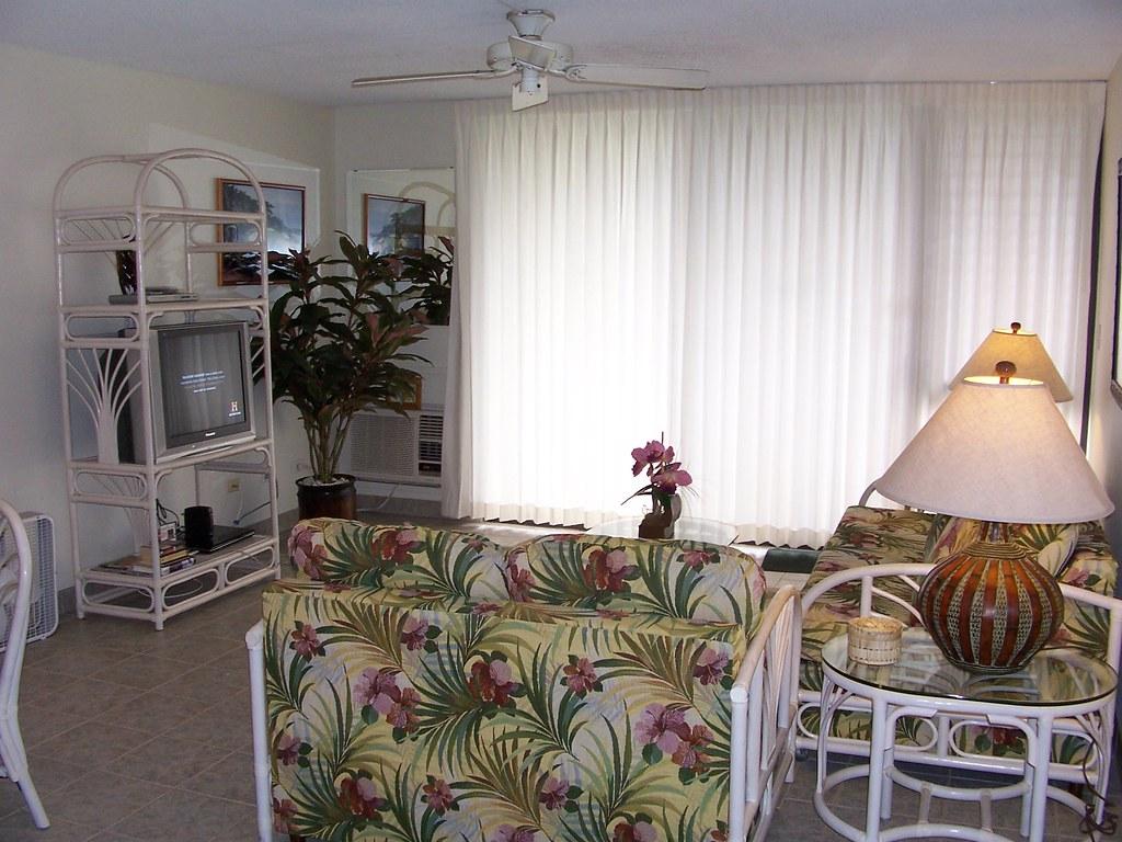 Kamaole Sands 5-209 Living Area