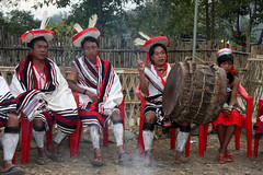 Zeliang tribe (sensaos) Tags: people music india festival sisters dance drum folk traditional north performance culture tribal east seven instrument tribes tradition tribe ethnic northeast 2009 hornbill cultural indigenous kohima nagaland famke noord oost kisima traditioneel hornbillfestival sensaos stammencultuur